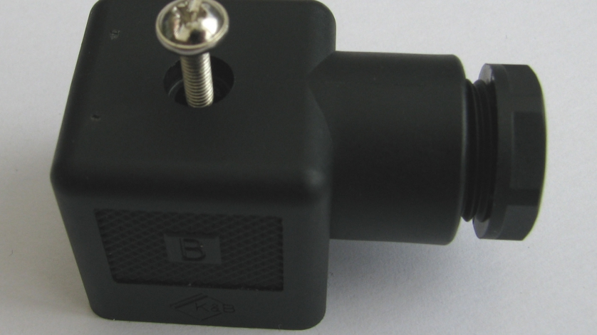 assembly of an angular connector