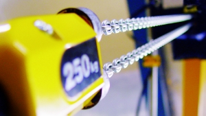Check friction clutches using the chain hoist test set