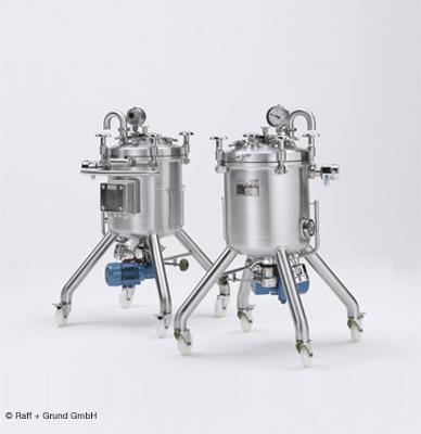 Higieniczne manometry membranowe, takie jak WIKA model PG43SA-S, są odpowiednie do monitorowania ciśnienia w zbiornikach mobilnych w przemyśle farmaceutycznym.